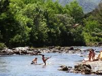 Niños en el río Santa Rosa